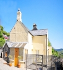 Property image: Castle Cottage